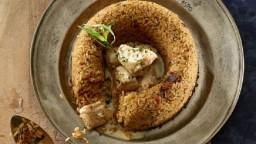 Anell d'arròs amb cubs de pollastre, ceps i salsa d'estragó