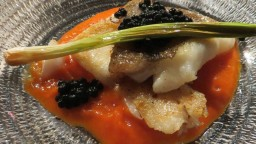 Gall (peix) amb salsa de pebrot escalivat i all tendre