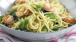 Espaguetis amb espinacs i gambes