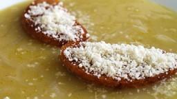 Sopa de ceba amb pa fregit i parmesà ratllat