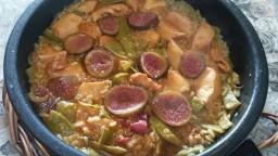 Arròs de mongeta tendra i gall dindi amb toc de figues