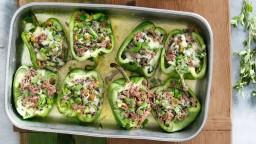 Pebrots verds farcits amb carn picada i pistatxos