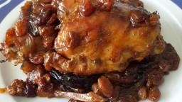 Contracuixes de pollastre amb prunes, orellanes, dàtils i panses