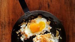 Ous ferrats amb, crispis, de pa sec