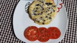 Truita de patata i ceba amb botifarra negra de perol
