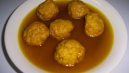 Mandonguilles en escabetx, amb pèsols i xampinyons